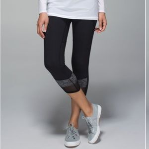 Lululemon if your lucky crop in black & gray sz 6